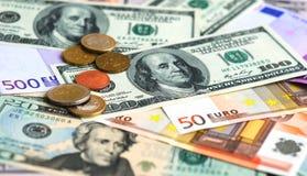 Dollar und Eurobanknotegeldhintergrund lizenzfreie stockfotos