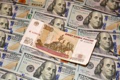 Dollar und Rubel Lizenzfreies Stockfoto