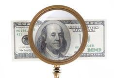 Dollar und Vergrößerungsobjektiv lizenzfreie stockbilder
