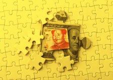 Dollar und Yuan auf Puzzlespiel Stockbilder