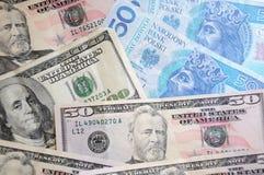 Dollar- und Zlotyrechnungen lizenzfreies stockbild