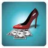 Dollar unter einem roten Stilett Stockfotografie