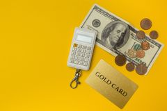 Dollar USA, Taschenrechner und Kreditkarte Geschäfts- und Finanzkonzepthintergrund stockfoto