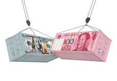 Dollar Vereinigter Staaten und Chinese Yuan Cargo Container Isolated Handelskonflikt-Konzept Stockbild