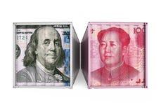 Dollar Vereinigter Staaten und Chinese Yuan Cargo Container Isolated Handelskonflikt-Konzept Lizenzfreies Stockfoto