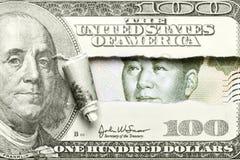 Dollar versus Yuan Stock Afbeeldingen