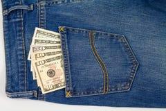 Dollaranmerkung in der Jeansgesäßtasche Stockbild