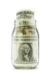 Dollaranmerkungen im Glasglas stockfoto