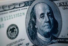 100 dollarbankbiljet met Benjamin Franklin Stock Fotografie