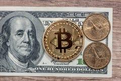 100 dollarbankbiljet met nieuw virtueel geld Stock Afbeelding