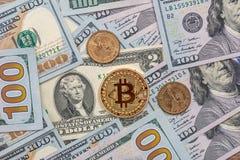 100 dollarbankbiljet met nieuw virtueel geld Royalty-vrije Stock Afbeelding