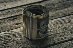 Dollarbankbiljetten in broodje Stock Foto