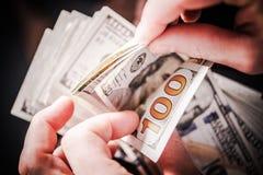 Dollarbankbiljetten het Tellen Stock Afbeeldingen