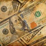 Dollarbankbiljetten op grungeachtergrond Royalty-vrije Stock Foto's