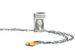 Dollarbanknote rollte nahe der gefallenen und Ketten Verschlusssicherheit Stockbild
