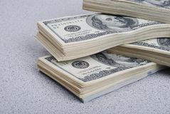Dollarbanknoten-Geldhintergrund stockfoto