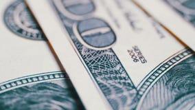 Dollari americani dei soldi su fondo di superficie girante stock footage
