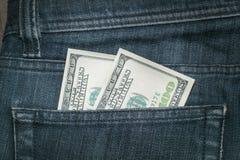 Dollari americani nella tasca dei jeans Immagine Stock