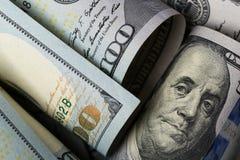 Dollari americani Una pila di cento banconote in dollari Fine in su fotografie stock