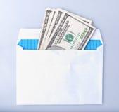 Dollari di banconote nella busta Immagine Stock