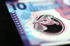 10 dollari di Hong Kong su un fondo scuro Fotografie Stock Libere da Diritti
