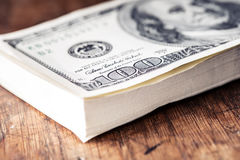 Dollari di primo piano delle banconote Dollari dell'americano del denaro contante Vista del primo piano della pila di dollari ame Fotografie Stock