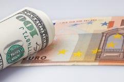 Dollari e euro del rotolo Fotografie Stock Libere da Diritti