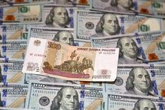 Dollari e rubli Immagini Stock