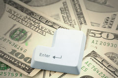Dollari e un tasto di immissione Fotografie Stock Libere da Diritti