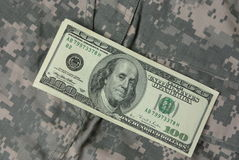 Dollari sull'uniforme dell'esercito Fotografie Stock Libere da Diritti