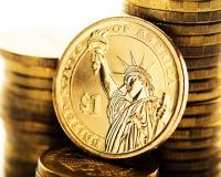 Dollarmuntstuk en gouden geld Stock Afbeelding