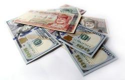 Dollaro americano e riyal di abitante dell'Oman su fondo bianco Fotografie Stock Libere da Diritti
