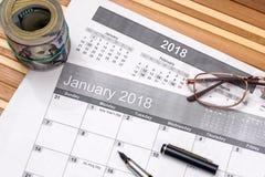 dollaro con la lista per gli scopi di 2018 nuovi anni fotografia stock
