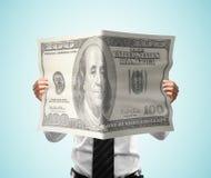 Dollaro della rivista della lettura dell'uomo d'affari Fotografie Stock