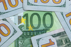 100 dollaro e euro 100 Immagini Stock