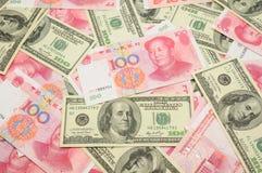 Dollaro US E priorità bassa della Cina yuan Fotografia Stock Libera da Diritti