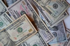 Dollarpengarsedlar amerikansk valuta isolerad fjärdedelwhite 5000 roubles för modell för bakgrundsbillspengar Förenta staternadol Arkivbild