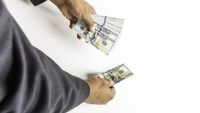 Dollarräkning eller sedel för man hållande royaltyfri bild
