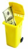 100 dollarrekening in een afval Royalty-vrije Stock Foto's