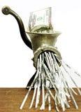 100 dollarrekening in een gehaktmolen Royalty-vrije Stock Afbeelding