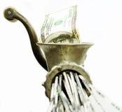 100 dollarrekening in een gehaktmolen Royalty-vrije Stock Afbeeldingen
