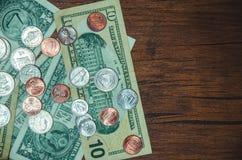 Dollarrekening met muntstuk royalty-vrije stock afbeeldingen