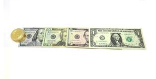 Dollarrekeningen en Bitcoin Fotobeeld Royalty-vrije Stock Fotografie