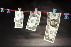 DOLLARrekeningen OP EEN DRAAD Royalty-vrije Stock Afbeeldingen