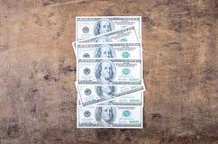 Dollarrekeningen op een houten achtergrond Stock Fotografie