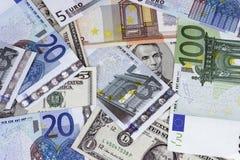 Dollarräkning som kombineras med Euros Arkivbild