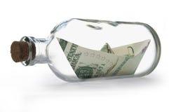 Dollars à l'intérieur de bouteille de message Photographie stock libre de droits