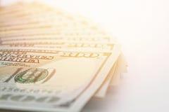 Dollars américains d'argent d'argent liquide sur le fond blanc Images stock
