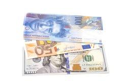 Dollars américains, euro européen et billets de banque de franc suisse Image stock