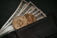 Dollars, bitcoin et éther photographie stock